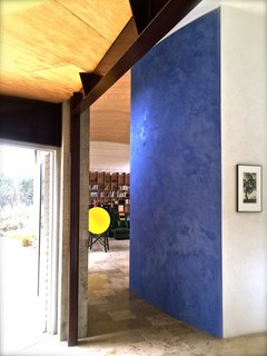 Set on 40 Enchanting Acres in Ojai, This Award-Winning Green Residence Is on the Market For $2.2M - Photo 5 of 10 - Special attention was given to the selection of the finishes including this striking blue Marmorino plaster wall. The home's unique floors are made from 400 million-year-old fossil-filled limestone imported from Germany.