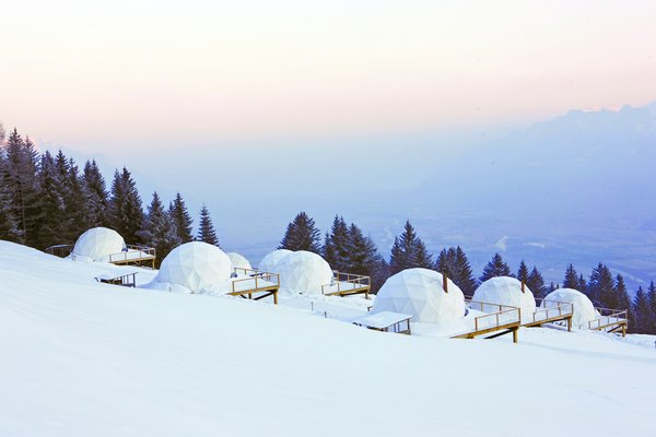 Whitepod lets you live a unique experience in a preserved nature at the heart of the Swiss Alps.