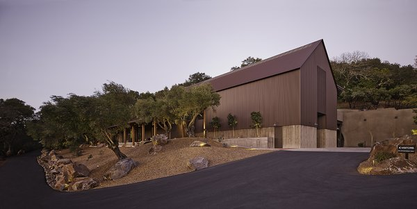 To avoid the typical white barn form found throughout Napa Valley, Fernandez turned to the rustic architectural traditions of western mining communities for inspiration.