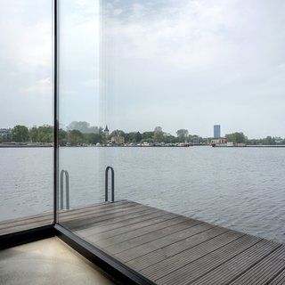 Stay in a Modern Houseboat in Berlin With Floor-to-Ceiling Windows - Photo 5 of 8 -