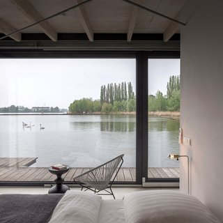Stay in a Modern Houseboat in Berlin With Floor-to-Ceiling Windows - Photo 7 of 8 -