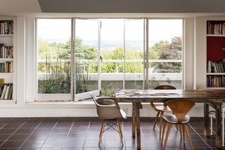 Modernist Architect Berthold Lubetkin's Former London Penthouse Is For Sale - Photo 2 of 8 -