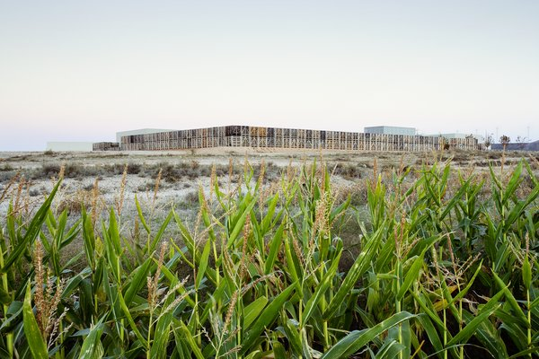 The creation of the hotel was influenced by the site and unfolds as a succession of protected and comfortable interior spaces from which visitors can contemplate the exterior landscape.