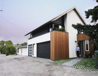 Can Compact Laneway Houses Like This One in Canada Transform Inner-City Neighborhoods? - Photo 3 of 13 -