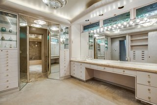 A Frank Lloyd Wright-Inspired Waterfront Masterpiece in Dallas Is Up For Auction - Photo 12 of 15 - Also included in the master suite are a walk-in closet with built-in shelving, and a his/her master baths.