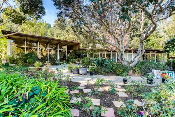 An Exceptional Midcentury by Case Study Architect Pierre Koenig Hits the Market