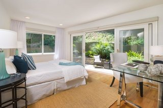 Anna Faris Lists Her Midcentury Abode in the Hollywood Hills For $2.5M - Photo 15 of 16 - The guest bedroom