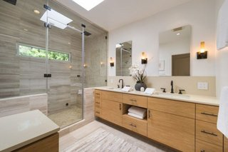 Anna Faris Lists Her Midcentury Abode in the Hollywood Hills For $2.5M - Photo 13 of 16 - The zen-like spa bathroom