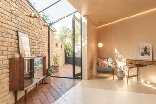 A Crafty Triangular Addition Carves Out Office Space in a London Backyard