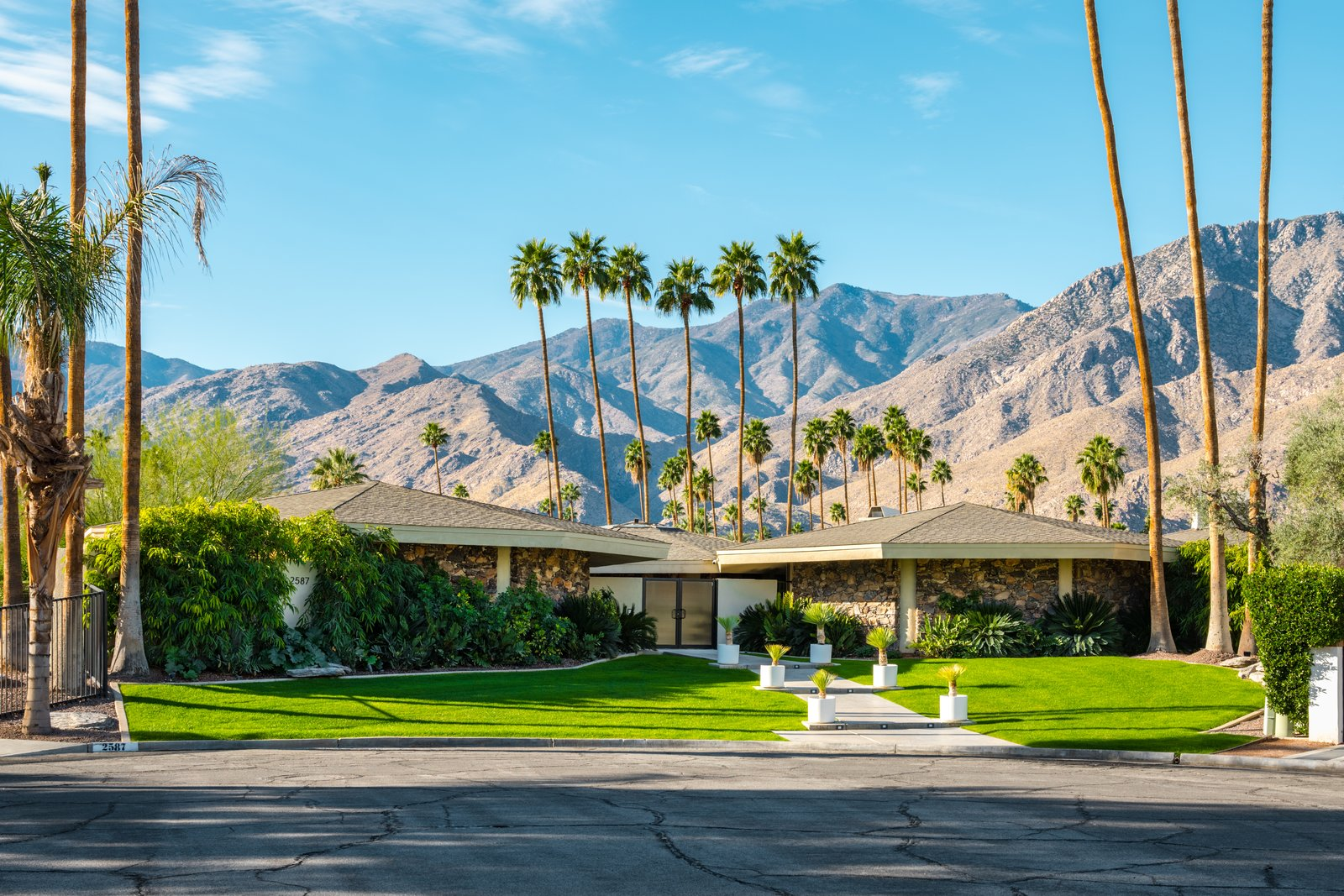 Own William Krisel's Palm Springs Pod House For $2.5M
