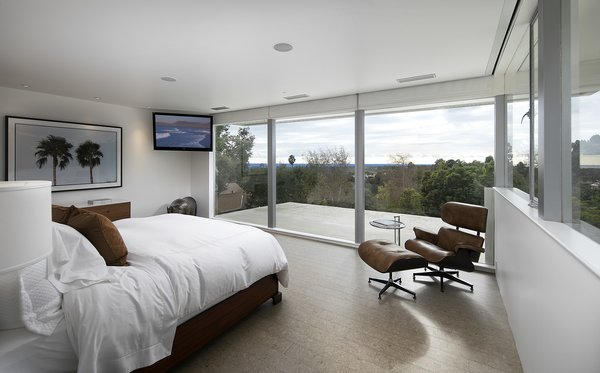 The master suite captures Neutra's original vision, with a generous walk-in island closet and a terrazzo bath with sunken tub, steam shower, and dual vanity.