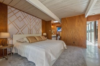 An Elegant Eichler Hits the Market at $1.15M in Northern California - Photo 15 of 21 - It also features an ensuite bathroom, as well as a large walk-in closet.