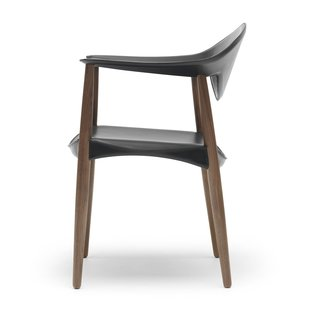 A Metropolitan Story - Photo 6 of 10 - The chair's seat consists of a wooden frame with bone-shaped sides, providing the ideal transfer of weight from the seat to the legs.