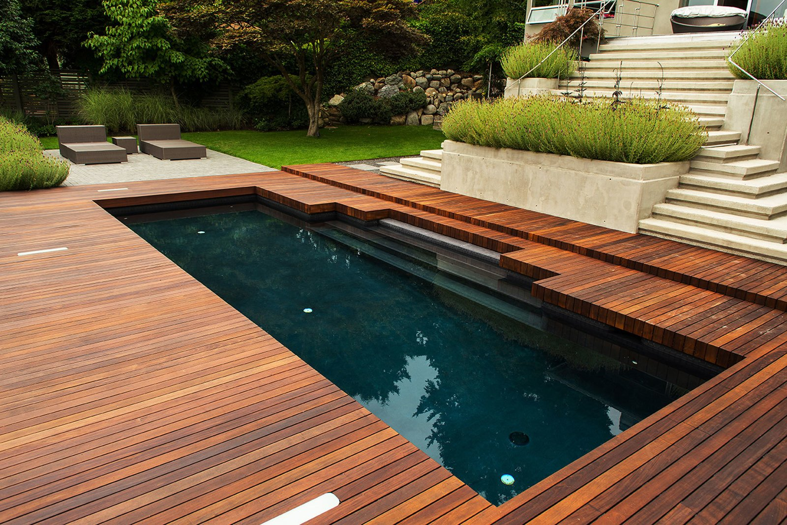 Black Pool Take a Plunge Into These Enticing Modern Pools - Photo 6 of 12