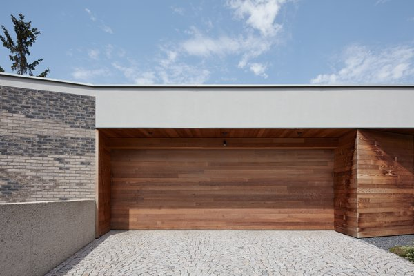Modern home with garage and attached garage. Photo 18 of Villa H