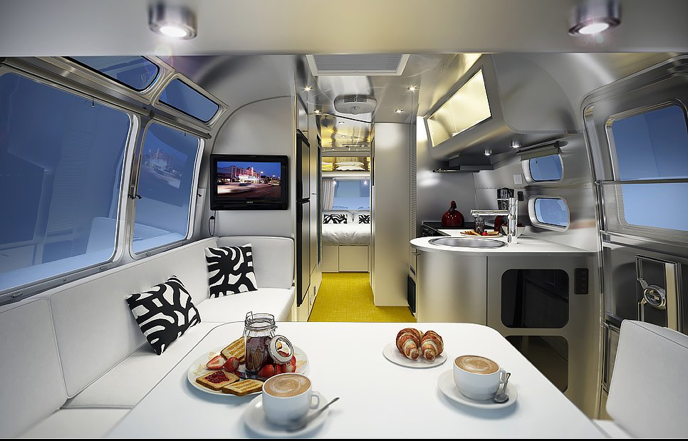Airstream Sterling, Chris Deam