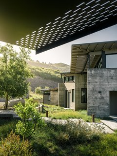Top 5 Homes of the Week That Connect With Mother Nature - Photo 4 of 5 -