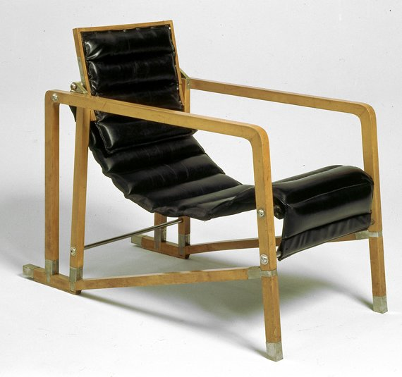 Eileen Gray, armchair, Villa E 1027, 1926. Photo: Centre Pompidou / Jean-Claude Planchet.  lounge chairs by pulltab