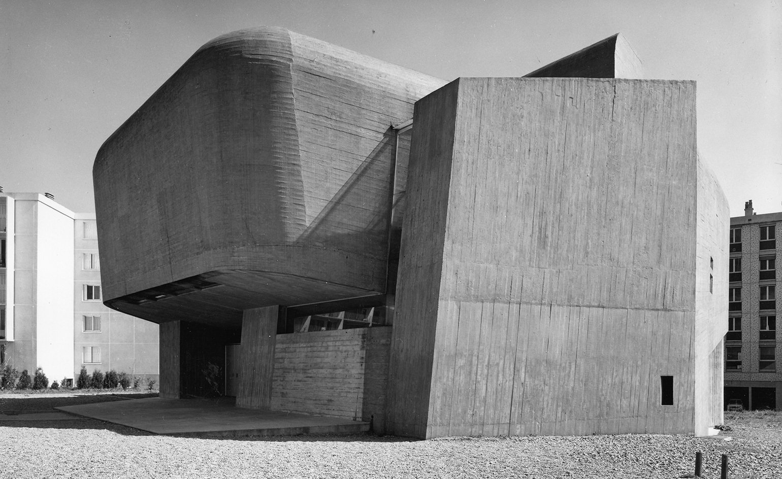 The church of Sainte-Bernadette du Banlay, by Claude Parent and Paul Virilio, an archetypal example of the duo's la fonction oblique. Photography: DACS 2016/Gilles Ehrmann, SIAF/Cité de l'Architecture et du Patrimoine/Collection FRAC Centre – Val de Loire  buildings by pulltab