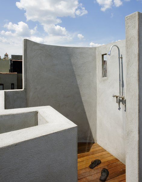 Modern home with outdoor. The outdoor shower with built-in bench and Ipe deck.  The shower fitting was made from off the shelf parts sourced from a local plumbing supply house. Photo 3 of East Village Roof Garden