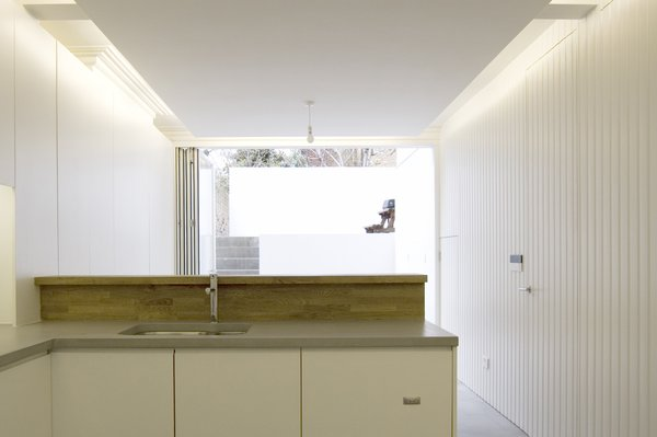 Viewed from the interior, the lower and raised areas of the courtyard garden appear as exterior rooms, consistent in material and scale to the interior spaces. Photo 4 of Periscope modern home