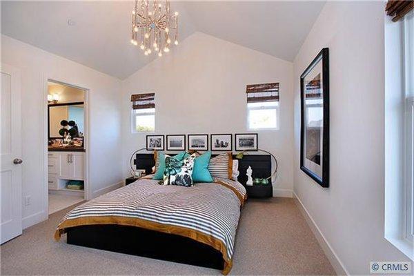 Photo 2 of 2077 Thurin Street modern home