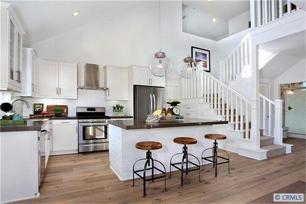 Photo 7 of 2077 Thurin Street modern home
