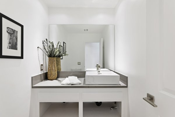 Modern home with bath room. Photo 2 of Newport Crest HAUS