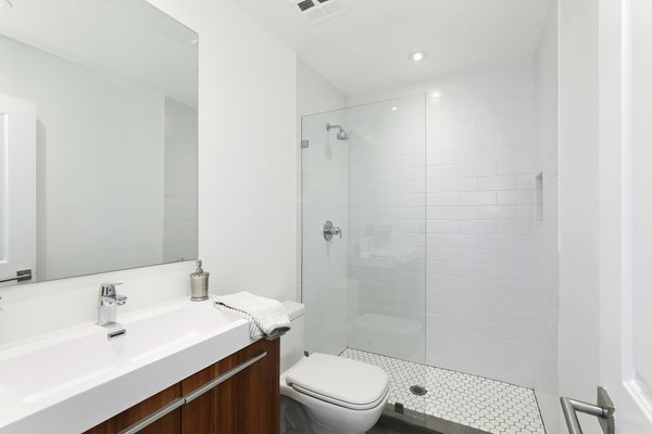 Modern home with bath room. Photo 11 of Newport Crest HAUS