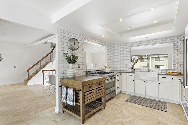Modern home with kitchen. Photo 4 of Newport Crest HAUS