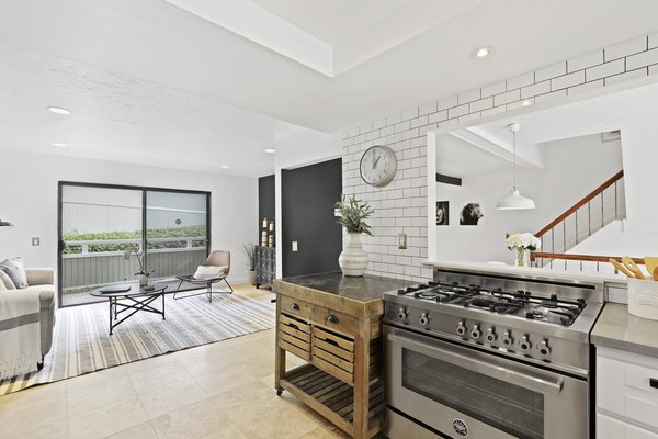 Modern home with kitchen. Photo 5 of Newport Crest HAUS