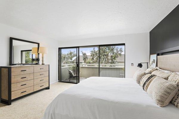 Modern home with bedroom. Photo 13 of Newport Crest HAUS