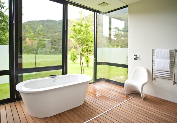 The guest bathrooms are outfitted with showers and tubs that feel close to nature.