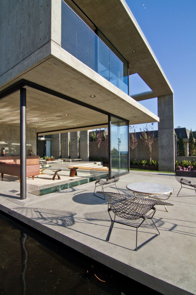 Photo 3 of 8 in This Architect's Home Embraces Oceanfront Views