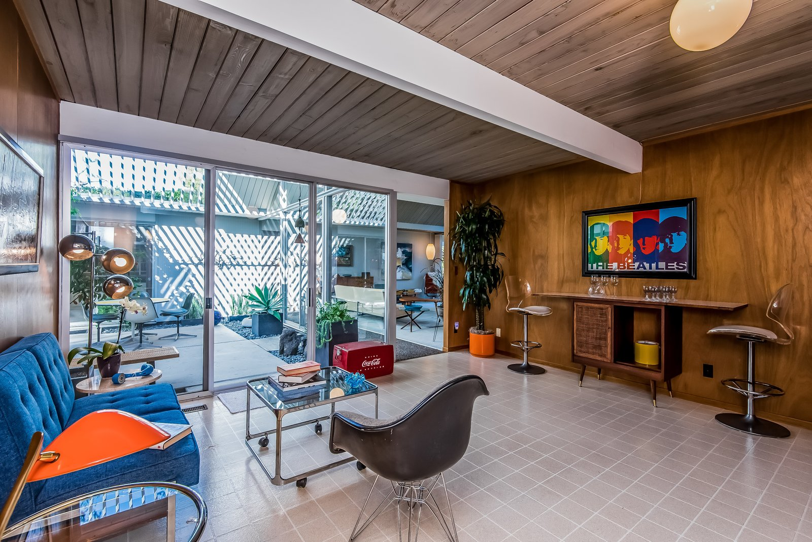 Like so many rooms, the multipurpose room has free access to the atrium, maintaining the indoor/outdoor lifestyle that Eichler championed.