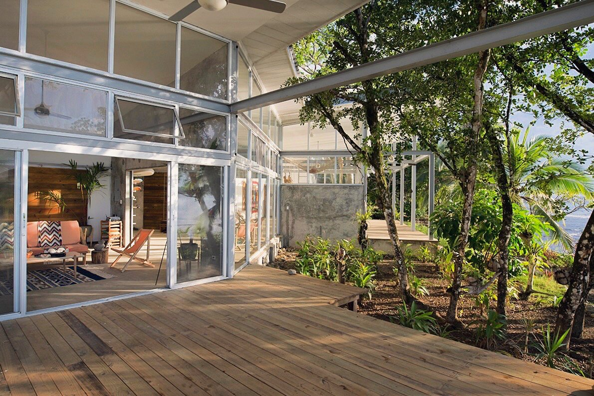 The open plan compound consists of Casa Norte and Casa Sur, two units that share an atrium entryway with large doors that roll open or closed to join or connect the two spaces. Much of the shape of Casa Comunal derives from the existing flora on the site, which includes many fruit-bearing trees.