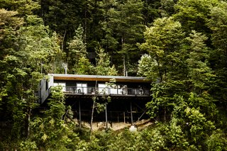 9 Stunning Examples of Homes Built on and Around Cliffs - Photo 7 of 9 -