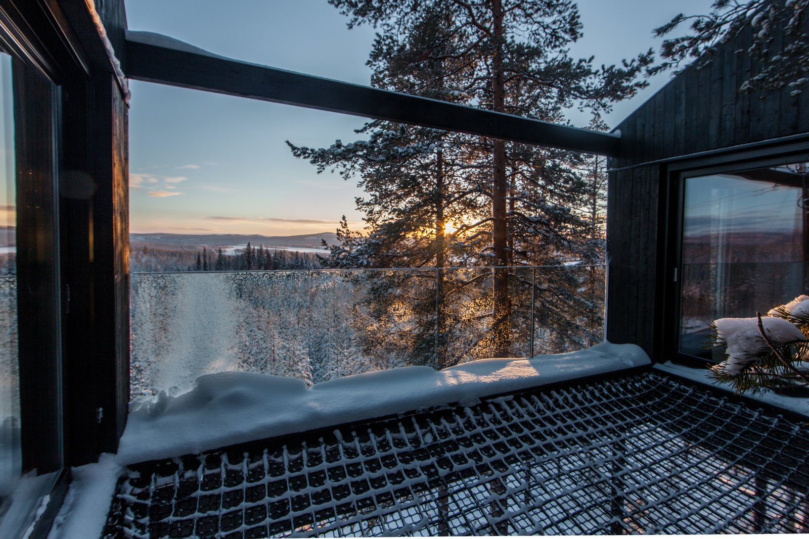 A double-layered net stretches between two bedrooms, providing an open terrace and a place to sleep under the night sky. Go Stargazing in Snøhetta's Towering Addition to Sweden's Treehotel - Photo 5 of 8