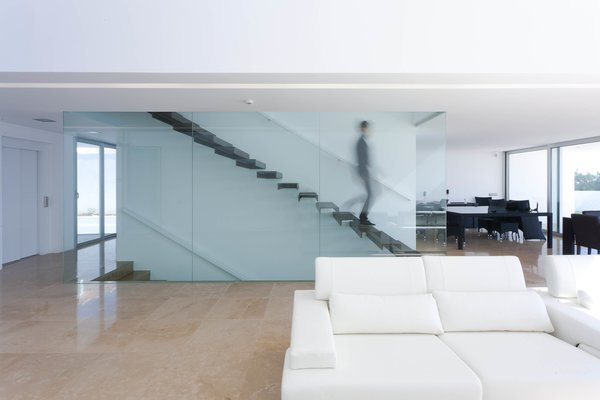 A floating staircase leads to the master bedroom with en suite bathroom, and a private terrace that affords the homeowner uninterrupted ocean views.