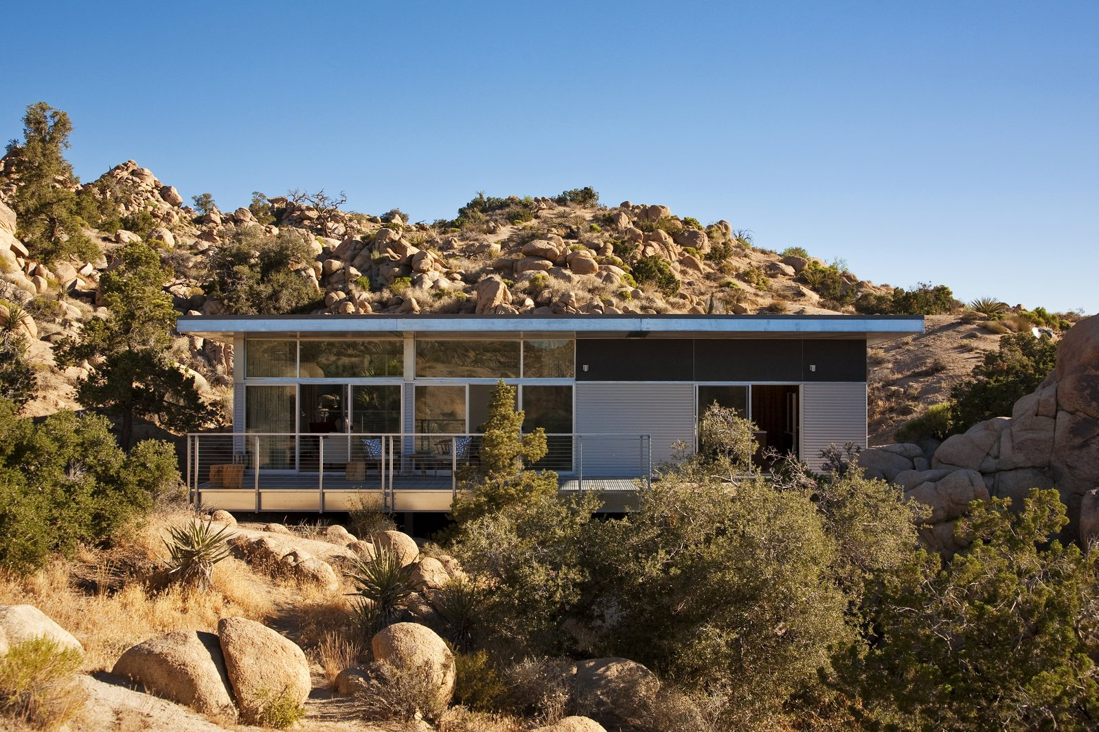 Beautiful Prefabs by Jill Southern from Offered at $674K, This Hybrid Prefab Is in Tune With the Californian Desert