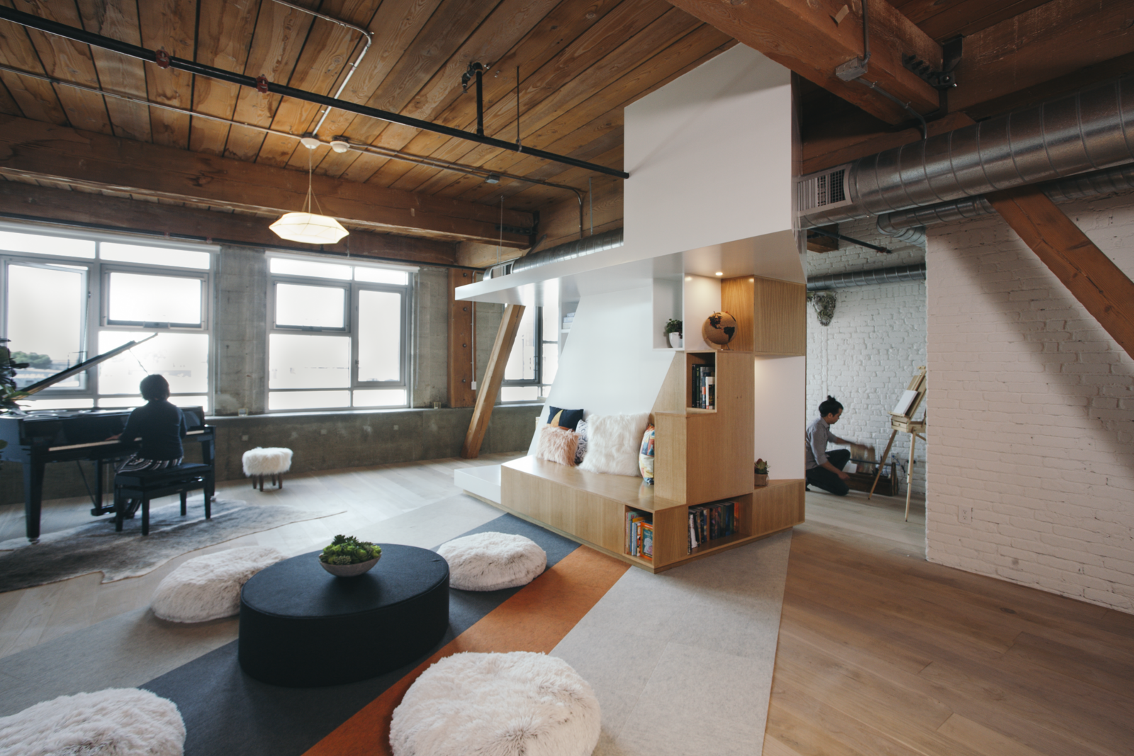 CHA:COL took acoustic concerns into consideration when designing the final environment. In addition to the one facade of windows, a Zaneen pendant illuminates the loft.