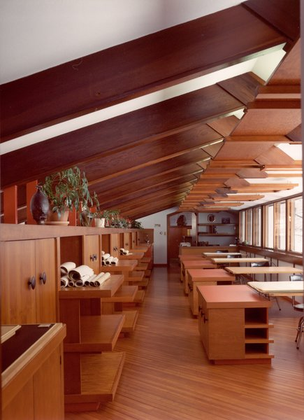In the first drafting room, a row of windows on the northern facade provides illumination for the drafting tables below. The chairs are original, while the desks are reproductions of the flat tabletops that allowed Dow to offer suggestions as he walked down the aisle.