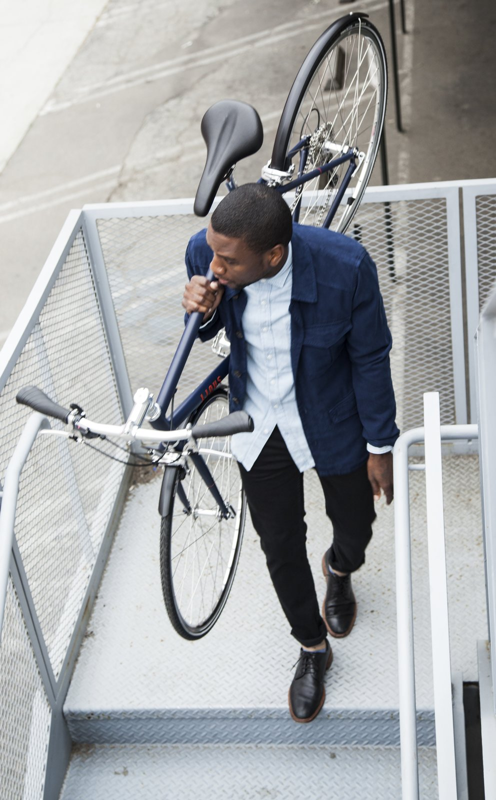 At fifteen to twenty percent lighter than other Linus Bike eight-speeds (the medium weighs in at 26 pounds), the Pronto isn't a burden to shoulder up and down stairs.  Photo 4 of 6 in Style, Speed, Substance: Reviewing Linus Bike's Newly Introduced Pronto