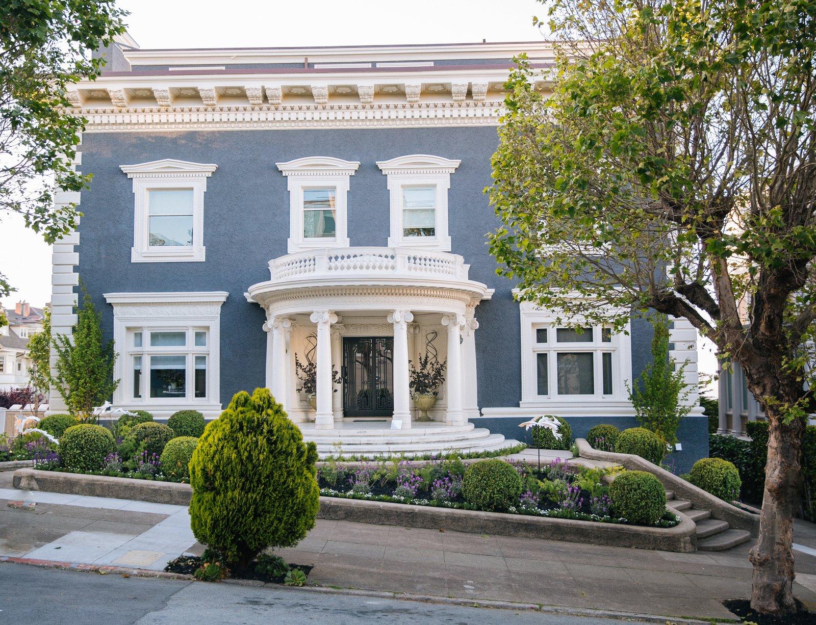 Jarrod Baumann of Zeterre Landscape Architecture sculpted the front garden of 2698 Pacific Avenue.