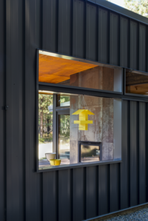A Lean Cabin in Washington Dismantles the Indoor/Outdoor Divide - Photo 8 of 9 -