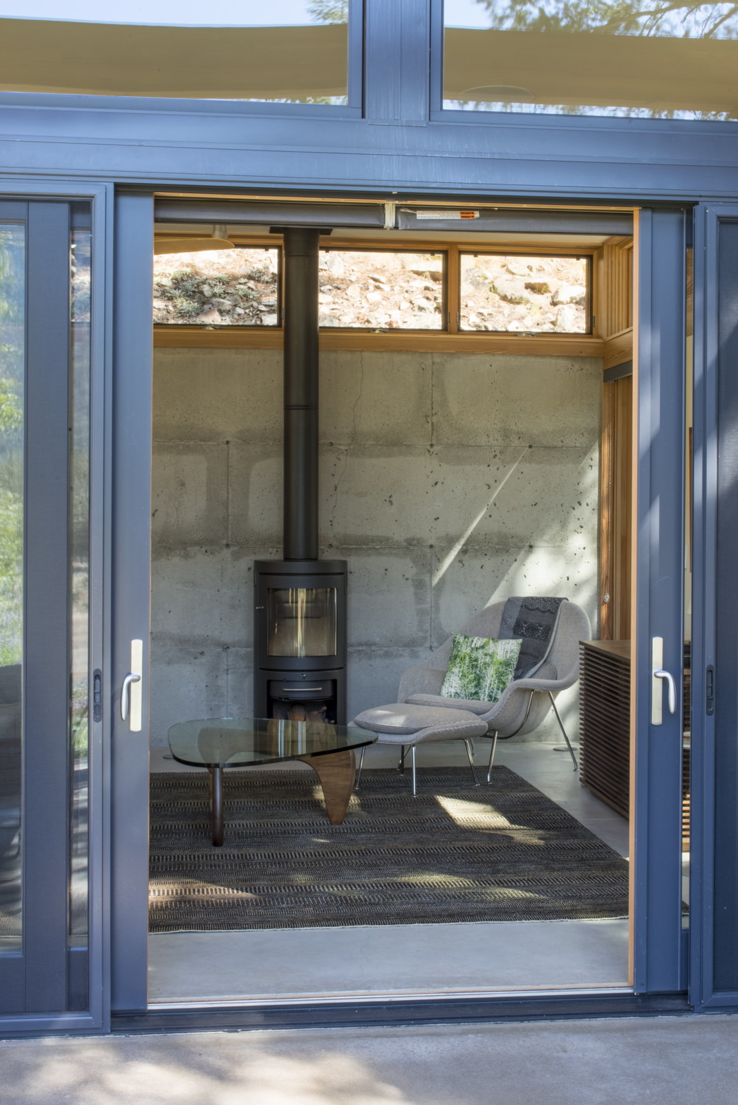 Photo 8 of 10 in A Lean Cabin in Washington Dismantles the Indoor/Outdoor Divide