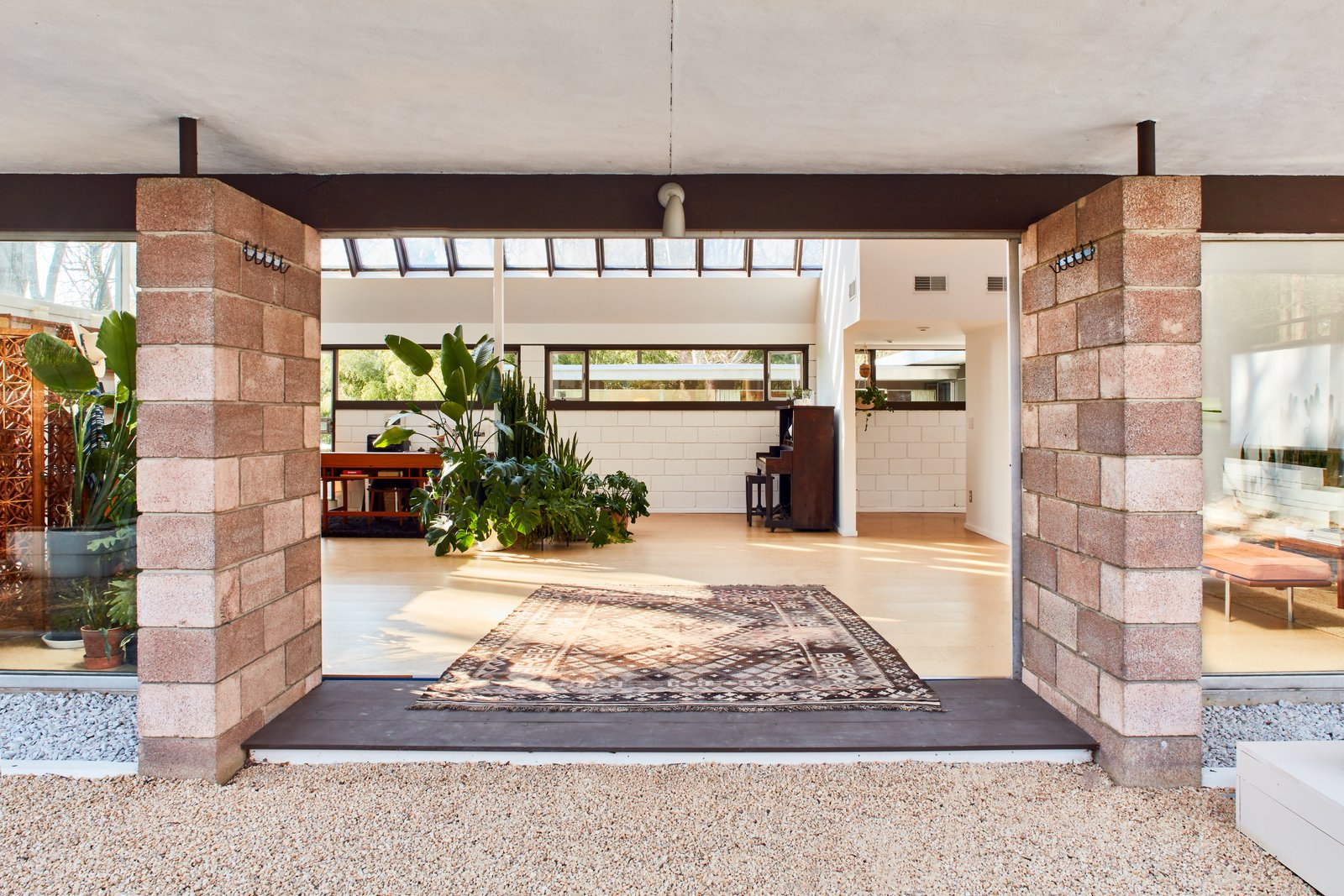 Photo 8 of 13 in The Stunningly Restored Hassrick Residence by Richard Neutra Hits the Market at $2.2M