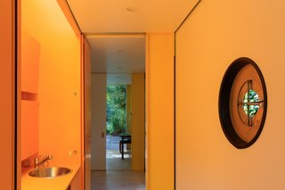 Fully Renovated, Wimbledon House by Richard Rogers Hosts New Architecture Fellows in London - Photo 8 of 13 -