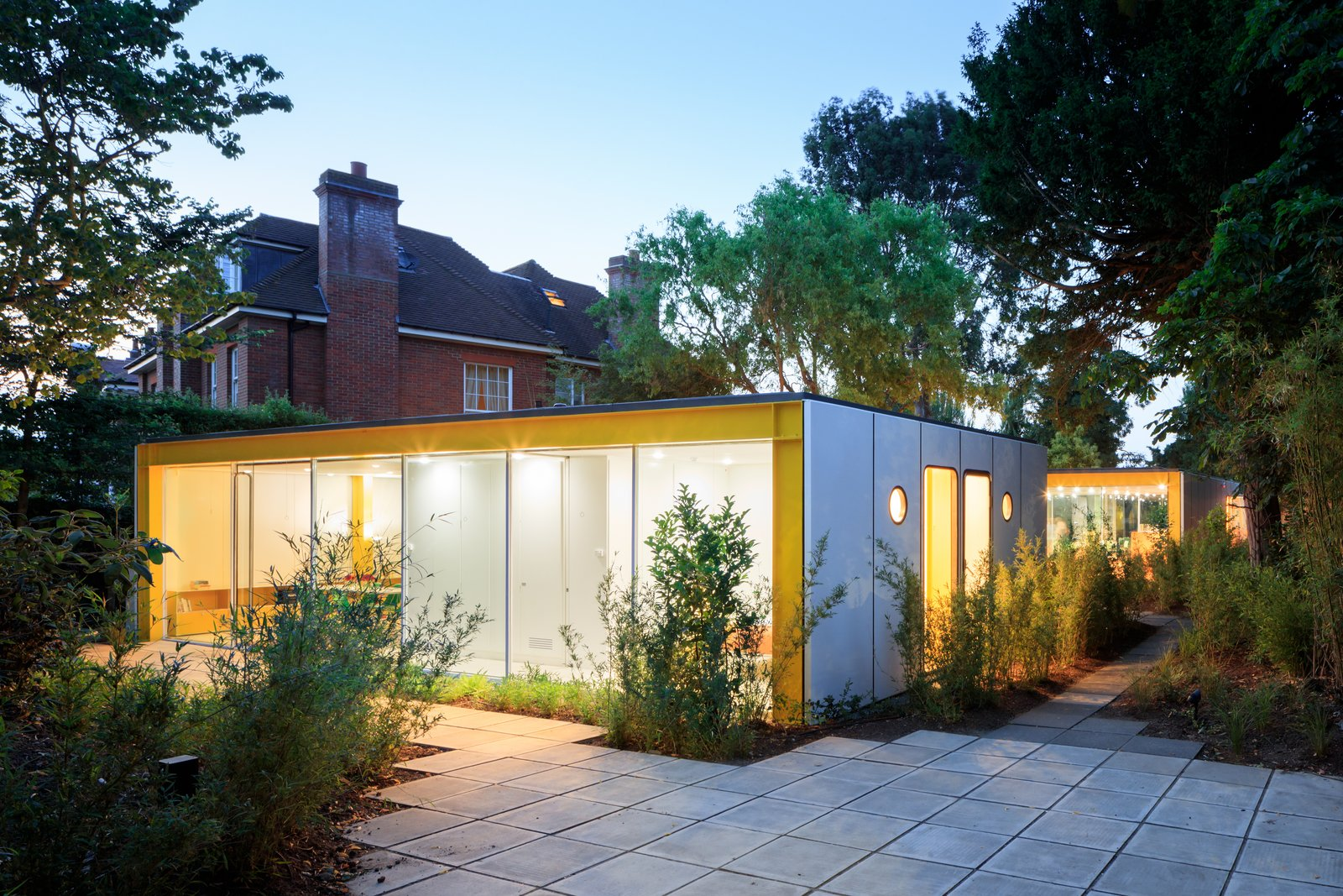 Tagged: Outdoor, Pavers Patio, Porch, Deck, Large Patio, Porch, Deck, and Back Yard. Fully Renovated, Wimbledon House by Richard Rogers Hosts New Architecture Fellows in London - Photo 6 of 14