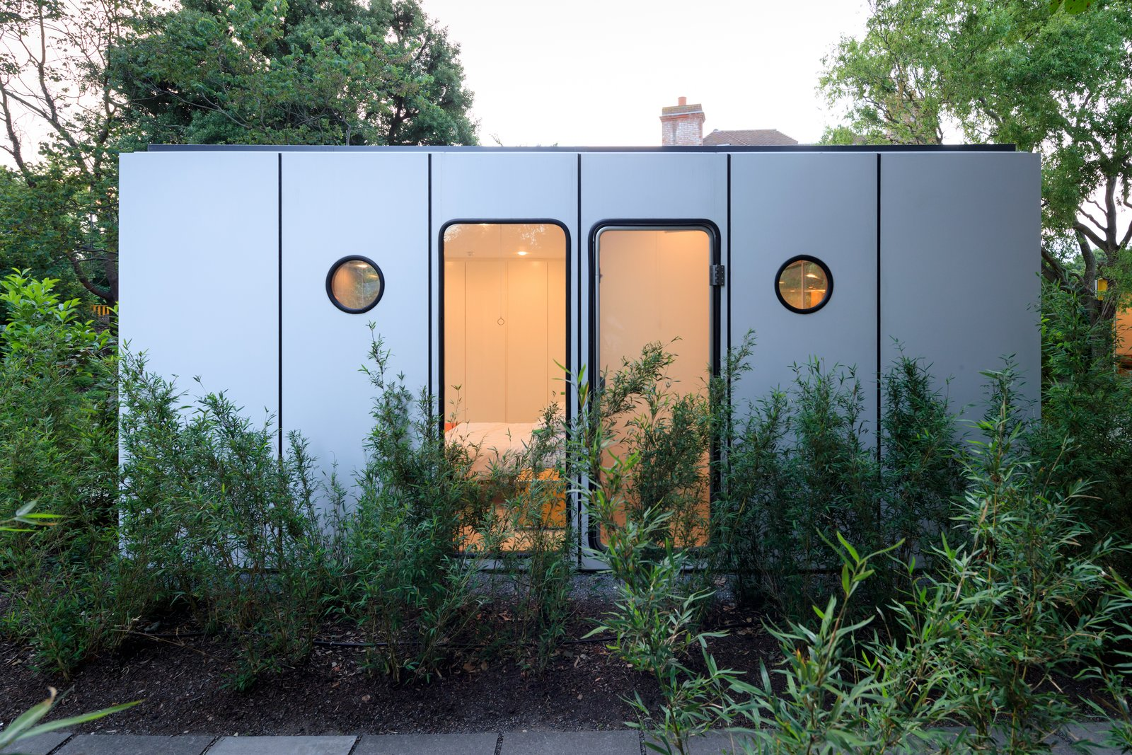 Photo 11 of 14 in Fully Renovated, Wimbledon House by Richard Rogers Hosts New Architecture Fellows in London